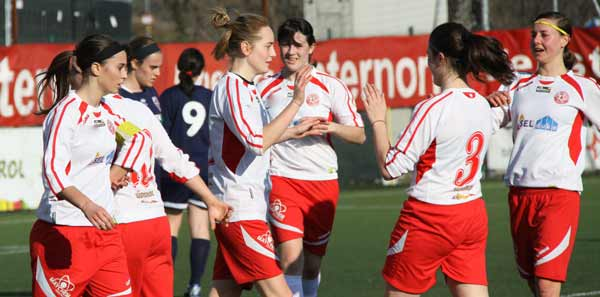 sudtirol-girls-after-gol14